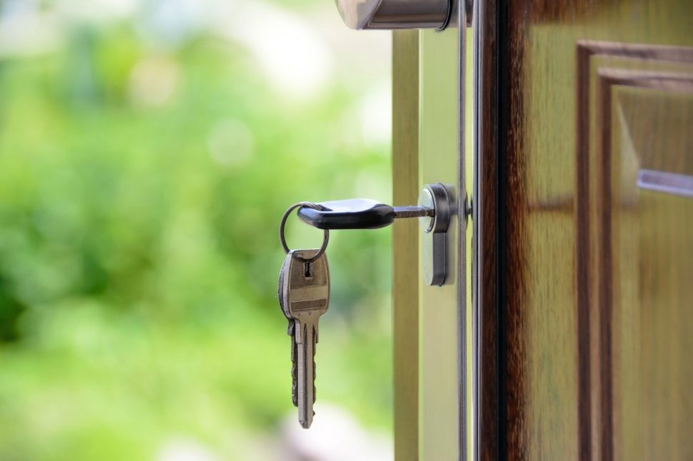 klíč ve dveřích